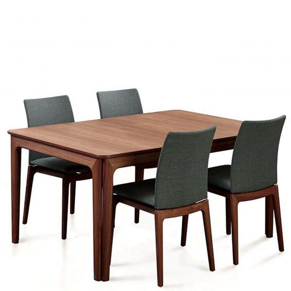 Skovby SM26 Dining Table in Oiled Walnut