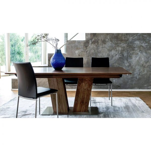 Skovby SM39 Dining Table in Oiled Walnut in Dining Room with chairs