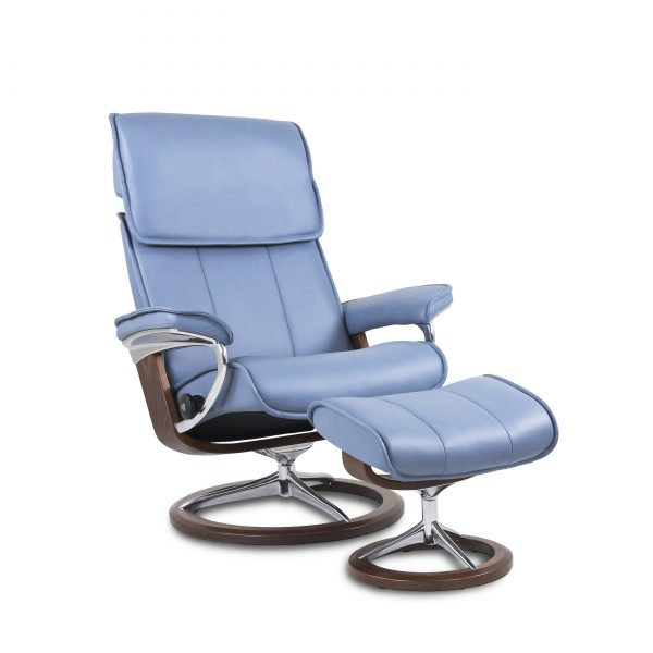 Stressless Admiral Signature in Paloma Sparrow Blue with Walnut Base, Angle