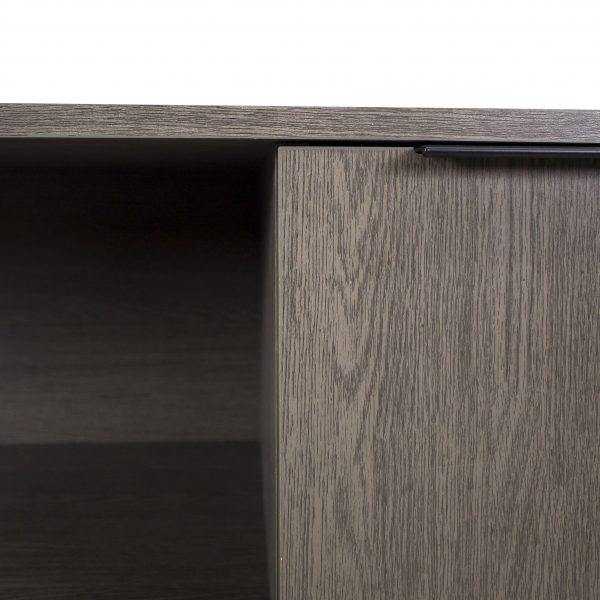 Stav Credenza, Close Up