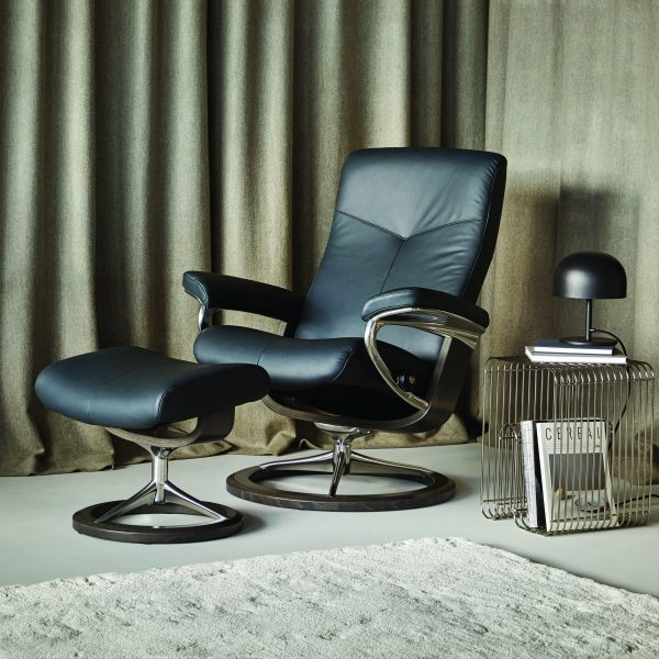 Stressless Dover Signature Recliner and Ottoman in Paloma Black Leather and Wenge Wood Base in a Living Room
