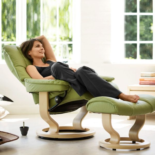 Stressless Mayfair Classic Recliner with Reclined Lady