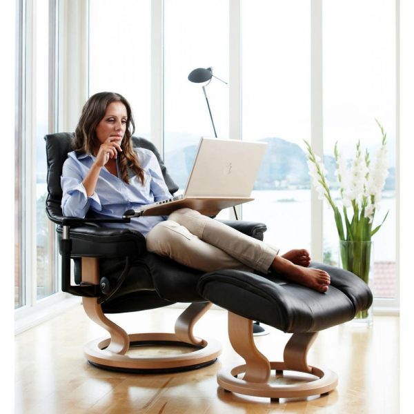 Stressless Classic Recliner with Reclined Lady and Stressless Computer Table