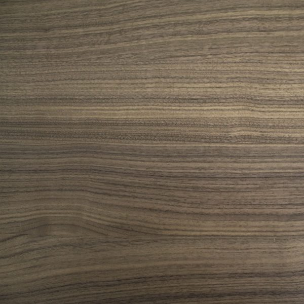 664 Dining Table in Walnut, Close Up