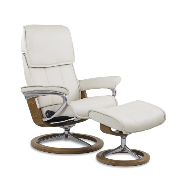 Stressless Admiral in Paloma Light Grey Leather and a Teak Base, Angle